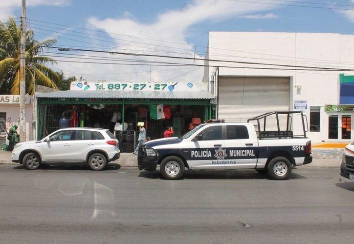 El robo con violencia se registró dentro de un comercio en la López Portillo. (Eric Galindo/SIPSE)