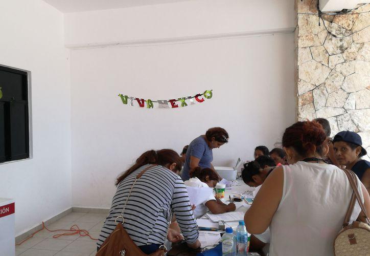 La atención ciudadana se realizó en la planta baja del Palacio Municipal. (Sara Cauich/SIPSE)