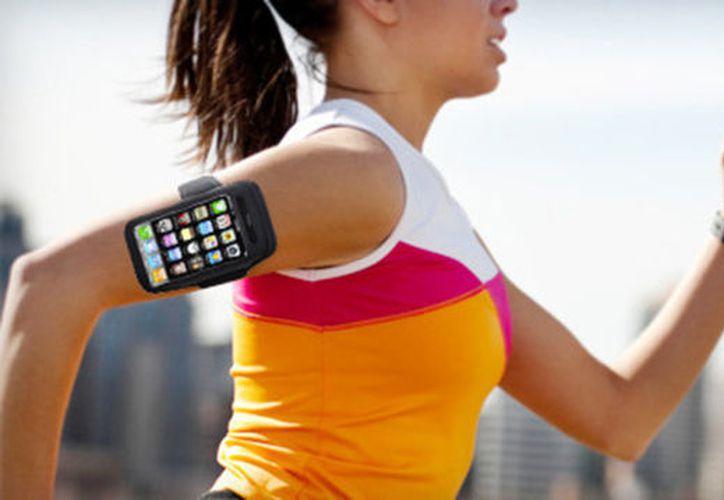 Los celulares se han convertido en dispositivos que facilitan el trabajo a los equipos médicos.  (Foto: Ipadizate)