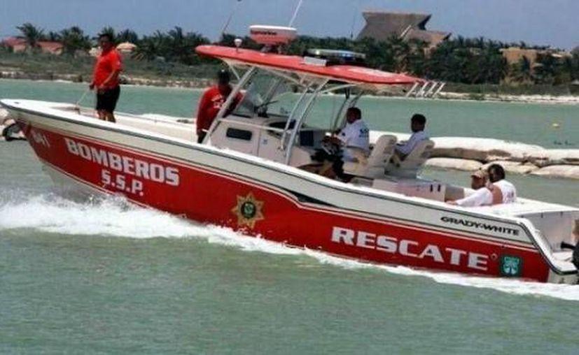 La lancha de pescadores Carpente fue primero auxiliada por otros pescadores a bordo de Patos y por autoridades del Puerto de Yucalpetén y bomberos de la SSP. (SIPSE)