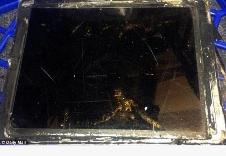 Es el primer reporte de un iPad que sufre un desperfecto tan grave. (Excélsior)