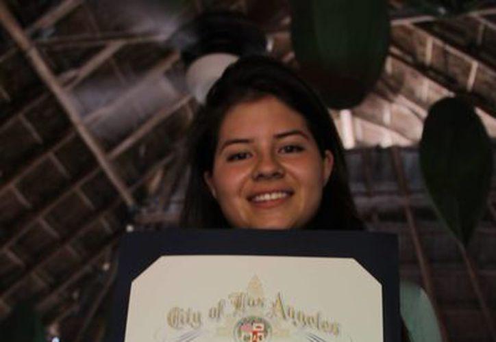 La joven escritora, estudia el bachillerato en sistema abierto, para poder dedicarle mayor tiempo a la oratoria y letras. (Juan Carlos Cano/SIPSE)