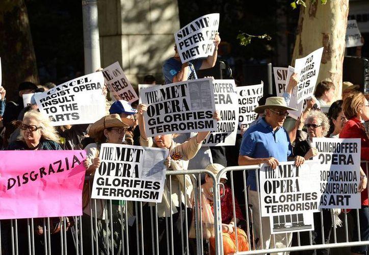 La Met canceló transmisiones en vivo de la ópera en radio, salas de cine y teatro de decenas de países por presión de grupos judíos. (AP)