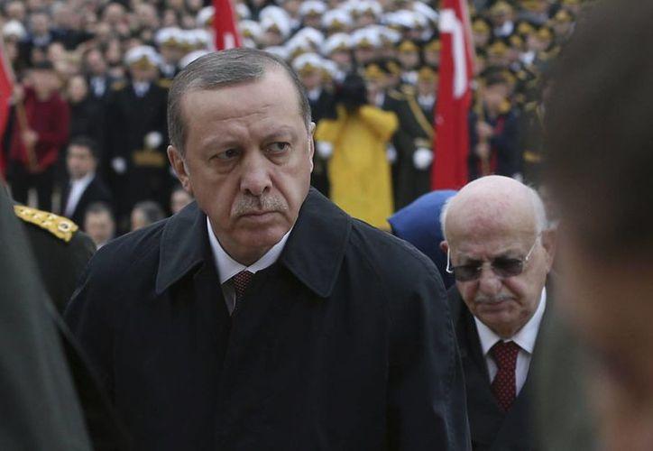 El presidente Recep Tayyip Erdogan dijo que no permitirá que los traidores destruyan al país. (AP/Burhan Ozbilici)