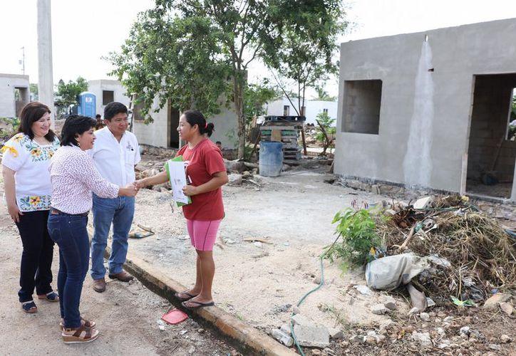 Un total de 427 familias del sur de la capital se beneficiaron con la entrega de certificados de terrenos y el arranque de la construcción de sus casas. (Milenio Novedades)