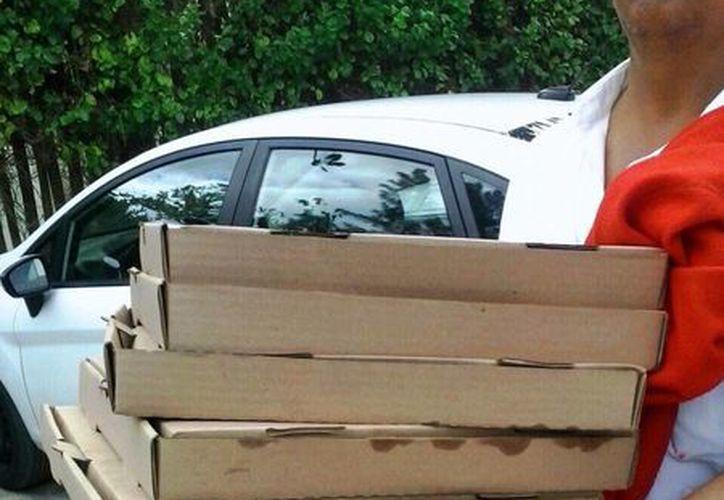 Los vendedores de pizzas por rebanadas son los que más abundan en la zona de playas, según las autoridades. (Octavio Martínez/SIPSE)