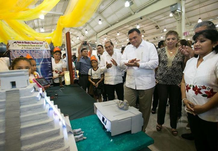 El Gobernador Rolando Zapata se reunirá este miércoles con contadores públicos y entregará  mobiliario y acervo bibliográfico para bibliotecas escolares de educación básica. (SIPSE)