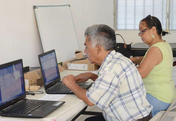 Son 25 los  talleres que ofrece la Estancia de Día del Adulto Mayor. (Redacción/SIPSE)