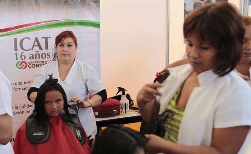 Los cursos serán de inglés, tratamientos faciales, peinado maquillaje, corte con navaja, entre otros. (Redacción/SIPSE)