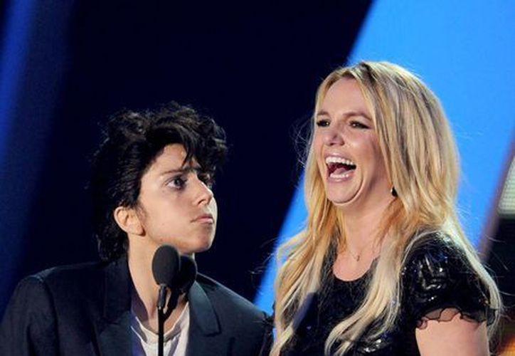 Tuvieron su encuentro en el MTV Video Music Awards 2011, donde Lady Gaga entregó a Spears el premio por su trayectoria artística. (Internet)