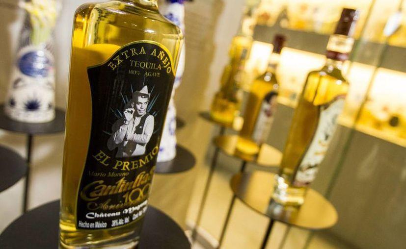 Dos botellas de tequila de edición limitada, con la imagen del comediante Cantinflas, formarán parte del Museo de Garibaldi. (Notimex)