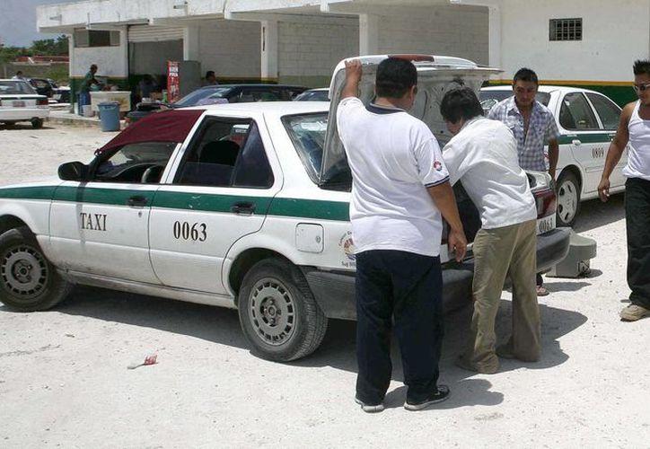 Para realizar la denuncia se necesita el número económico del taxi, y de ser posible su nombre completo. (Redacción/SIPSE)