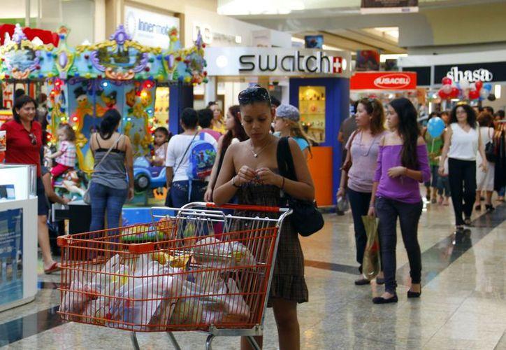Los burócratas recibirán entre el 25 y 50 por ciento de anticipo del aguinaldo para impulsar el 'Buen Fin'. (José Acosta/Juan Albornoz/Sipse)