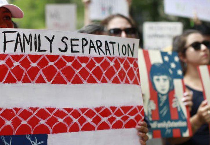 jueza ordeno a gobierno que de no reunir en tiempo determinado a los niños y jóvenes con sus padres, tendría que liberar a padres. (Foto: Internet)