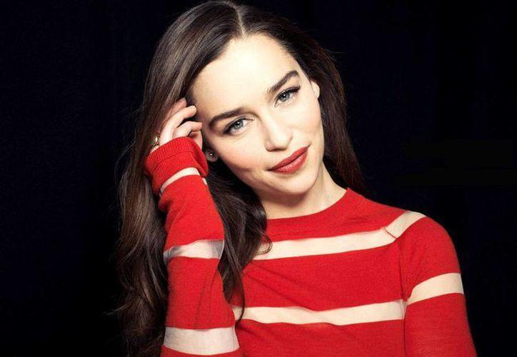 La actriz Emilia Clarke fue nombrada por la revista Esquire como la 'mujer viva más sexy del mundo'. La integrante del elenco de 'Game of Thrones' también recibió este 2015 el título de 'Mujer del año' según la publicación GQ. (vanguardia.com)