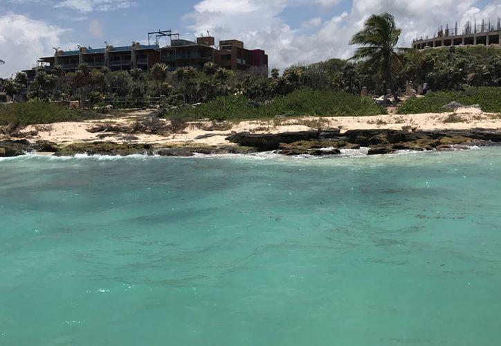 Aseguran  que el sedimento se quedó pegado a la costa y no migró hacia mar adentro, sin afectación. (Foto: Daniel Pacheco)