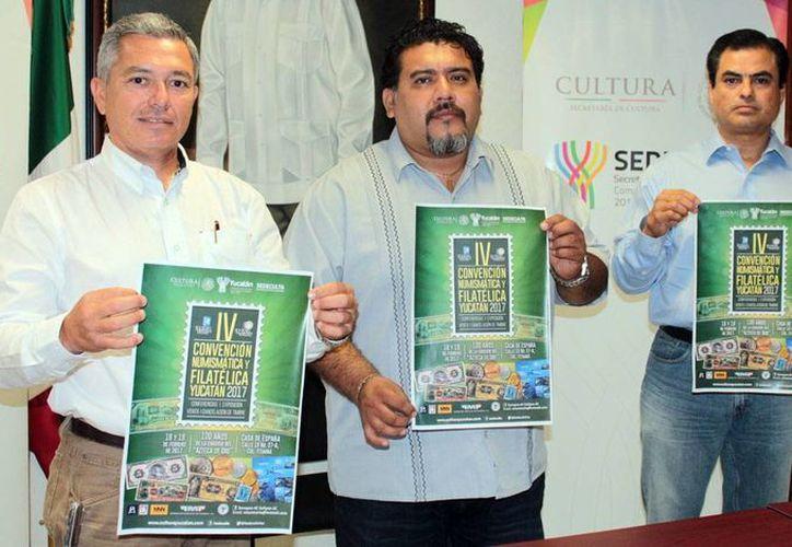 Imagen de la conferencia de prensa para promover la convención de numismática en la Casa España. (Milenio Novedades)