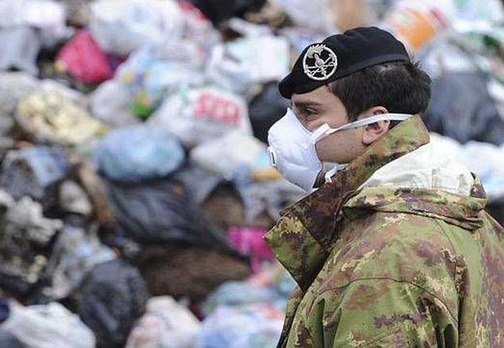 La acumulación de basuras tóxicas gestionadas por la mafia se ha convertido en una pesadilla para los habitantes de Nápoles. (Archivo/EFE)
