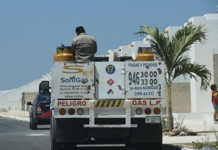 El constante aumento al gas LP afecta la economía familiar. (Foto: José Acosta / Archivo Milenio Novedades)