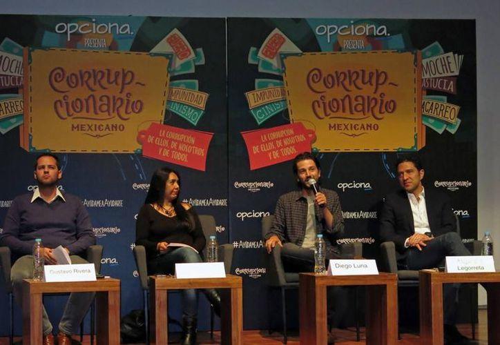 El actor Diego Luna presentó el 'Corrupcionario Mexicano' en septiembre pasado, en la Ciudad de México. (Archivo/ AP)