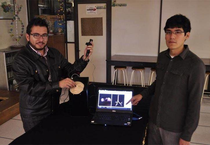 Daniel Octavio Delgado Vargas y Daniel Cíntora Morales, de la Unidad Profesional Interdisciplinaria de Ingeniería y Tecnologías Avanzadas (UPIITA), explicaron que el prototipo consta de dos sistemas. (argonmexico.com)