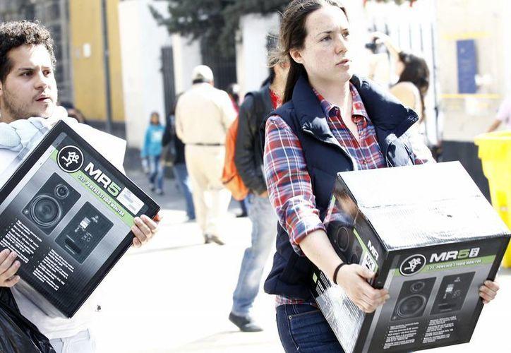 El trabajador tiene la opción de comprar con la tarjeta Fonacot-Mastercard o recibir el efectivo en su cuenta de banco. (Notimex)
