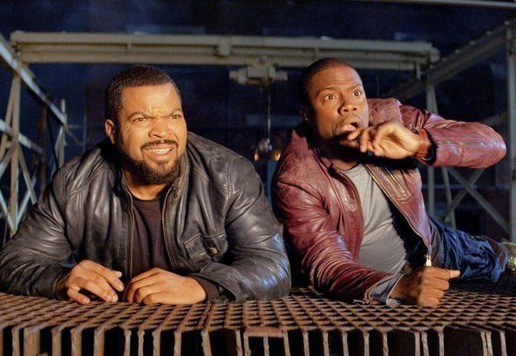 La comedia policial protagonizada por Kevin Hart y Ice Cube, se ha mantenido al frente de los ingresos taquilleros desde que debutó. (Agencias)
