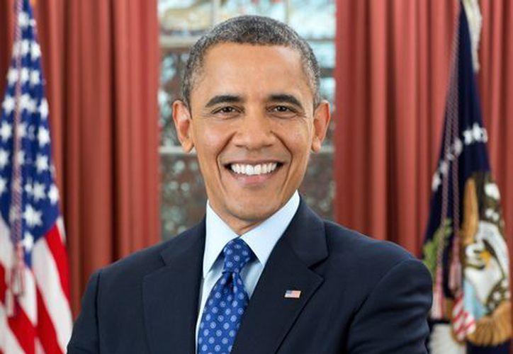 Obama aparece sonriente y con el pelo lleno de canas en el nuevo retrato oficial divulgado por la Casa Blanca. (EFE)