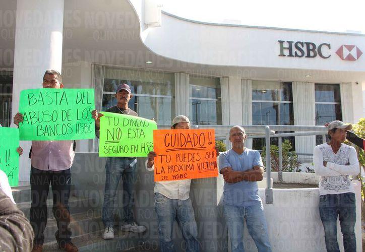 Se manifestaron los cuentahabientes afectados a través de la banca electrónica. (Paola Chiomante/SIPSE)