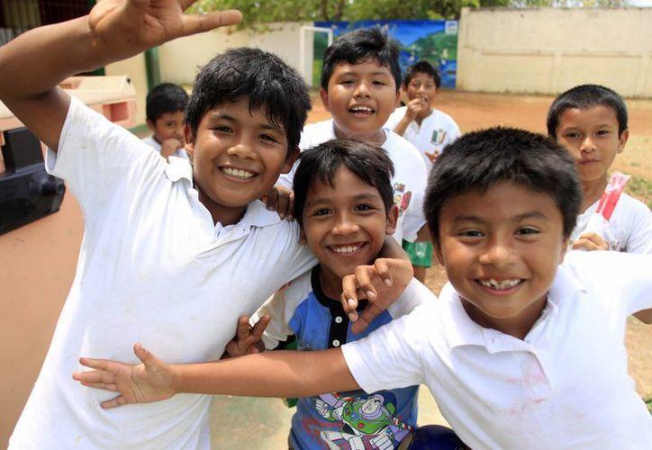 La iniciativa de la risa recae directamente en los menores para que sean ellos los que inciten a los padres para el cuidado del entorno social, ambiental y sanitario. (Harold Alcocer/SIPSE)