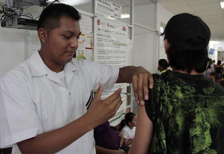 Se integrarán 100 enfermeras para recorrer las colonias de la ciudad. (Tomás Álvarez/SIPSE)