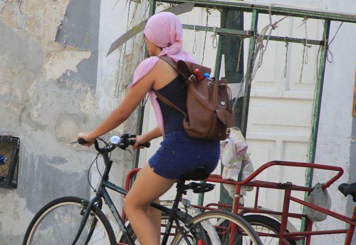 Mérida vivió ayer un día muy soleado con temperaturas cercanas a los 40 grados. (José Acosta/SIPSE)