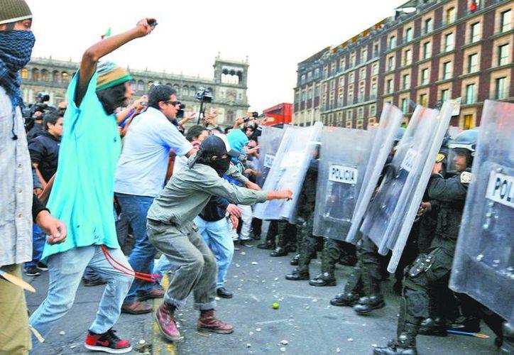 Los aprenhendidos serán acusados de ataques a la paz pública, lesiones, ultrajes a la autoridad. (Milenio)