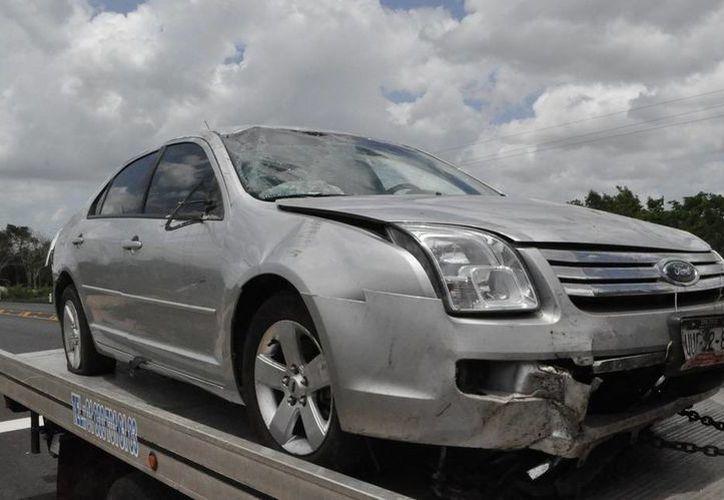 Los daños materiales del automóvil fueron estimados en más de treinta mil pesos. (Manuel Salazar/SIPSE)