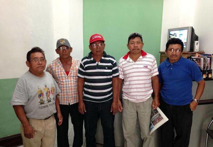 Ejidatarios manifiestan su desacuerdo con los bloqueos a Chichén Itzá que ha realizado el comisario ejidal de Pisté, Evelio Mis Tun. (Milenio Novedades)