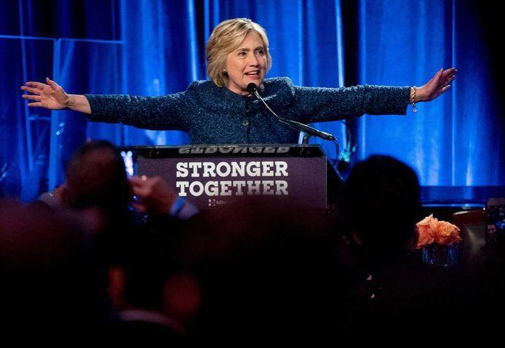 Hillary Clinton calificó los ataques de Donald Trump como una 'campaña de odio'. (AP/Andrew Harnik)