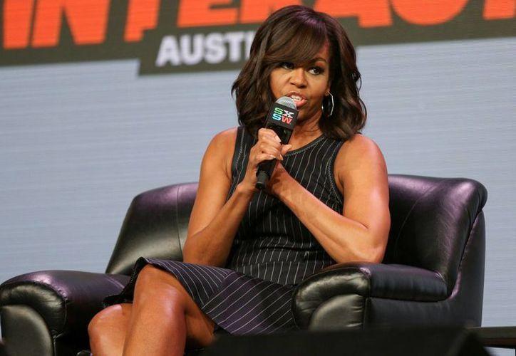 Michelle Obama descartó seguir los pasos de su esposo Barack y dijo que tras abandonar la Casa Blanca se dedicará a sus hijas Sasha y Malia. (AP)