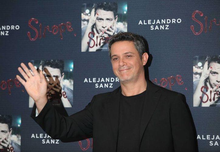 El español Alejandro Sanz presenta su nuevo sencillo, 'A que no me dejas', parte de su último disco llamado 'Sirope' (Notimex)