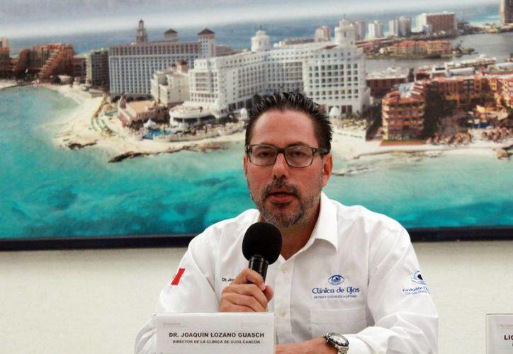 El director médico de la Clínica de Ojos Cancún anunció la jornada de salud para la detección de enfermedades oftálmicas. (Luis Soto/SIPSE)