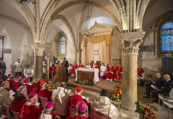 El Papa Francisco durante la misa en el Cenáculo. (EFE)