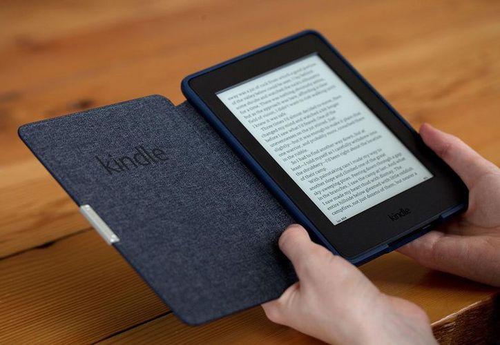 El dispositivo te permite leer donde sea, y ahora bajo el agua. (Alixblog)