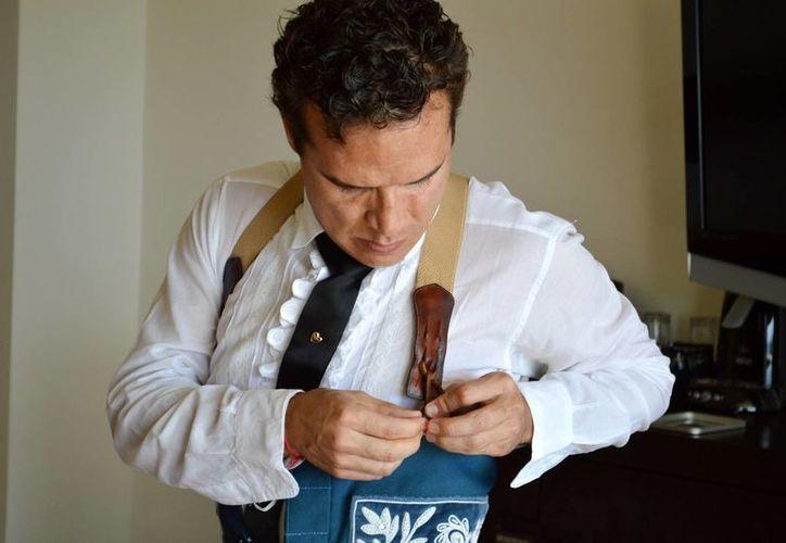 El torero jalisciense Xavier Ocampo, compartió con Sipse el proceso de preparación previo a la corrida que protagonizó en la feria de El Cedral.  (Rafael Acevedo/SIPSE)
