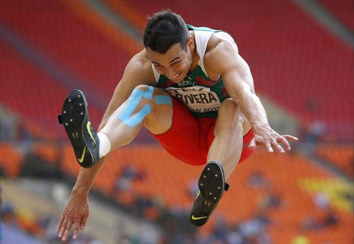 Fue hasta su último salto cuando el mexicano Luis Rivera logró clasificarse a la final. (Agencias)