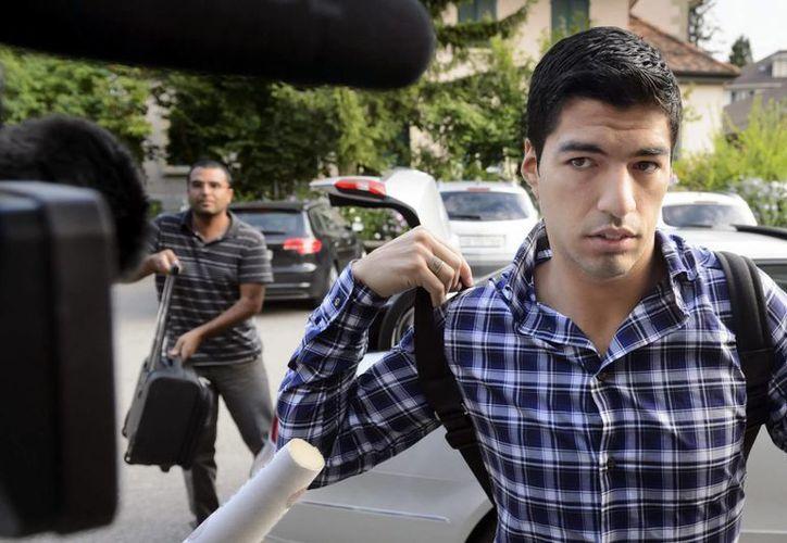 Parecía que Luis Suárez tendría un gran Mundial, pero muy pronto fue expulsado por morder a un rival. (EFE)
