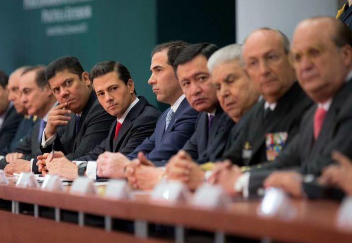 Peña Nieto ordenó al titular de Hacienda a facilitar los recursos para el acompañamiento y asesoría legal a migrantes mexicanos en la Unión Americana. (Presidencia)