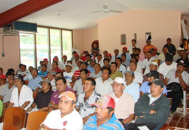 Los campesinos asisten a los talleres impartidos en la Casa de la Cultura. (Manuel Salazar/SIPSE)