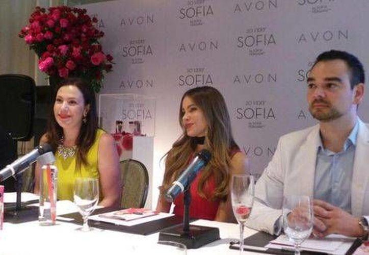 Sofía Vergara acudió a la presentación de su fragancia junto a los dirigentes del Grupo Avon.(Adriana Jiménez/Milenio Digital)