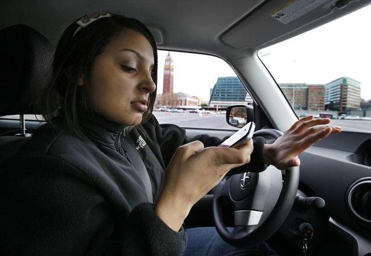 Aumenta el porcentaje de personas de entre 10 y 19 años que utilizan 'smartphones' durante más de siete horas al día. (Archivo/AP)