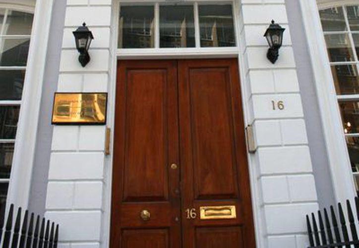 Solamente los consulados de México en el extranjero están facultados para expedir visas. En la imagen, el consulado general mexicano en Madrid, España. (embamex.sre.gob.mx)