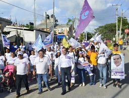 Se vuelca apoyo contundente de Puerto Aventuras a Luis Roldan